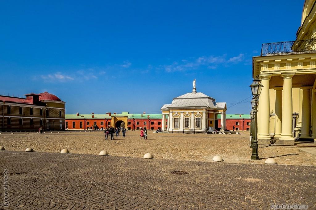 Соборная площадь и Ботный дом Петропавловской крепости