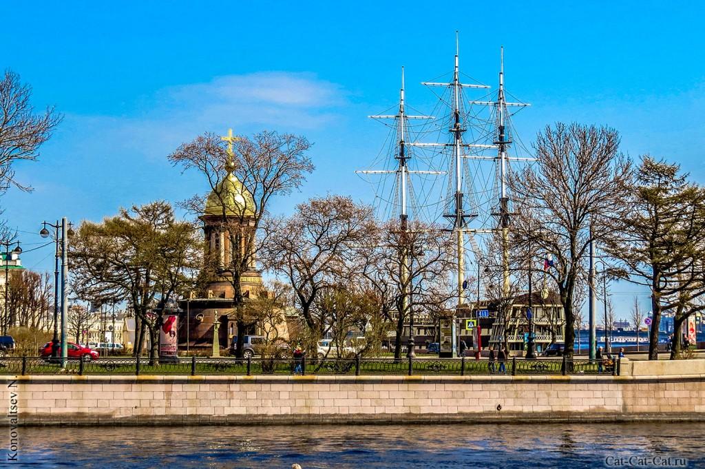 Сквер и часовня, не далеко от Петропавловки