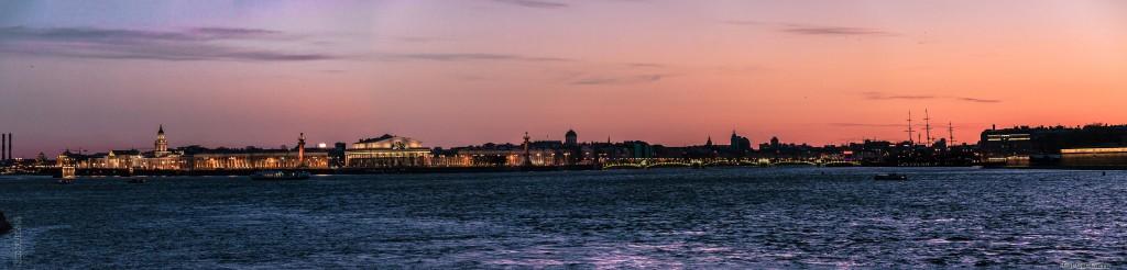 Стрелка Васильевского острова и Биржевой мост. Панорама ночного Санкт-Петербурга.