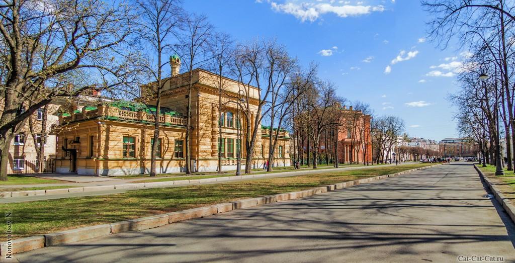 Кленовая улица, Здание учебной электростанции Николаевской инженерной академии, Здание Кордегардий Михайловского замка