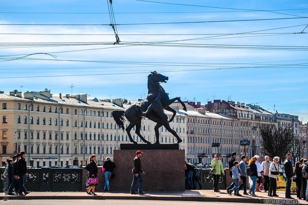 Статуи, Аничков мост
