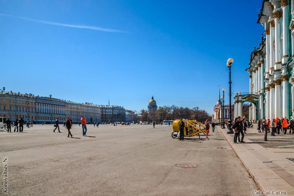 Дворцовая площадь, Александровская колонна и Штаб Западного военного округа