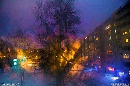 Ночное окно и фейерверк